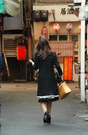 自転車の 自転車 撤去 京都 : 携帯を見ながら出勤前の ...